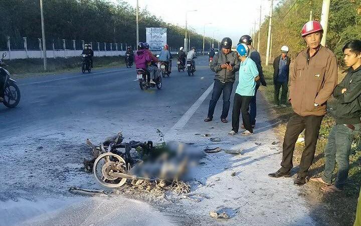 Đồng Nai: Va chạm với xe máy cày khiến xe máy bốc cháy, chủ nhân bị thương còn 2 con chó bị thiêu sống