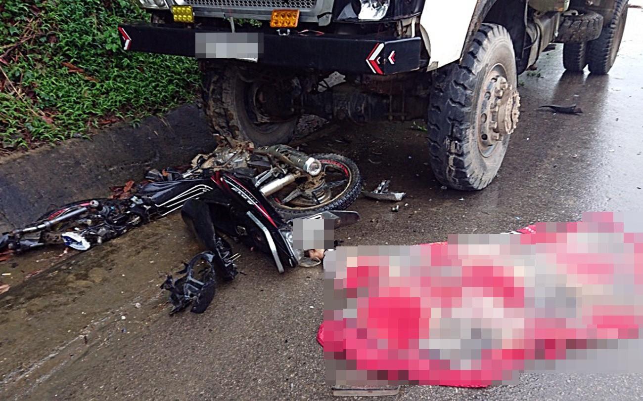 Quảng Nam: Xe máy đấu đầu xe tải, nam thanh niên tử vong thương tâm
