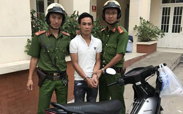 Bị phát hiện dùng đoản bẻ khóa trộm xe máy, một trong hai đối tượng bỏ chạy thục mạng