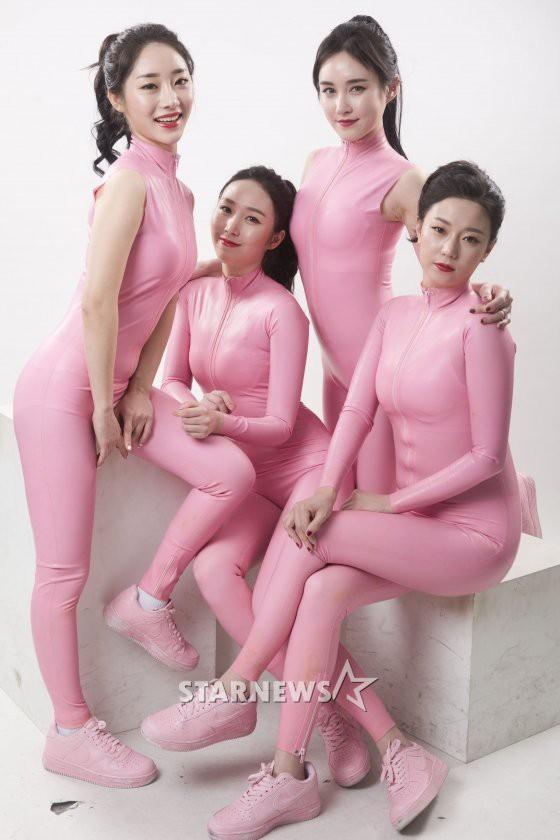 Mặc quần vừa bó vừa lộ nội y để nhún nhảy, nhóm nữ này khiến netizen Hàn bức xúc - ảnh 5