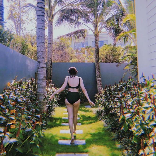 Kaity Nguyễn lần đầu đăng ảnh diện bikini, phô diễn trọn hình thể nóng bỏng ở tuổi 19 - Ảnh 2.
