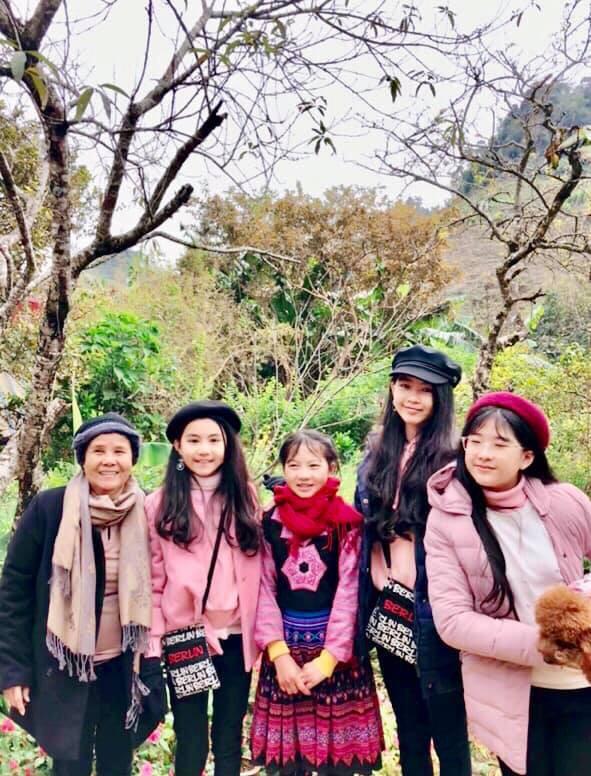 Bà xã Quyền Linh khoe ảnh cả gia đình ghé Mộc Châu, ai cũng chú ý đến 2 cô con gái xinh như hoa hậu - Ảnh 6.