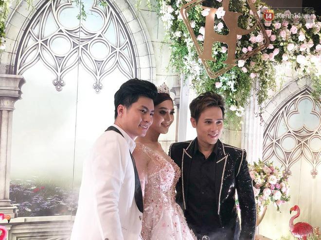 Lâm Khánh Chi tổ chức tiệc kỷ niệm 1 năm đám cưới hoành tráng, tiết lộ tên con trai đầu lòng - Ảnh 1.