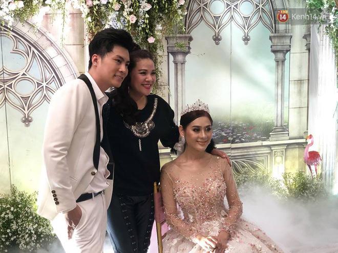Lâm Khánh Chi tổ chức tiệc kỷ niệm 1 năm đám cưới hoành tráng, tiết lộ tên con trai đầu lòng - Ảnh 2.