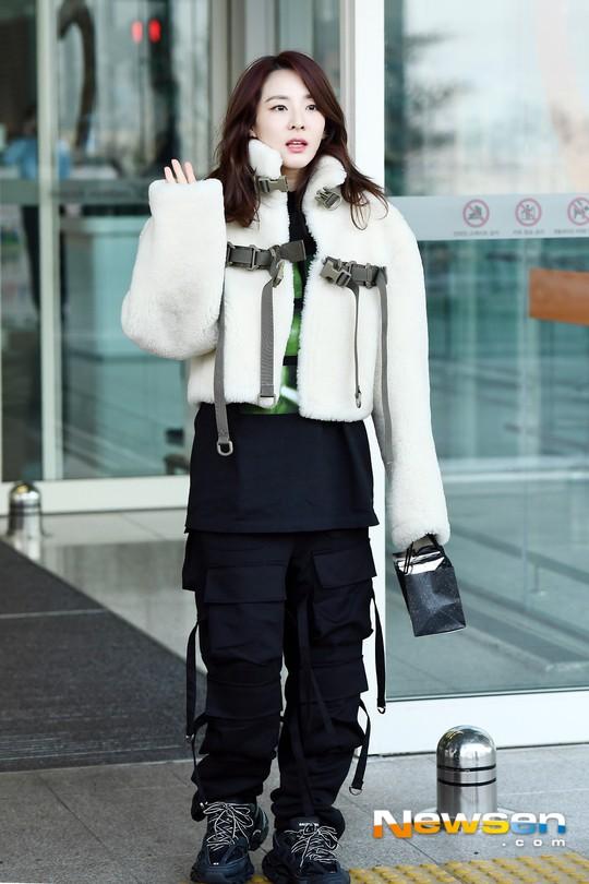 Nữ thần Irene đẹp xuất thần nhưng spotlight lại thuộc về Taeyeon chân dài khó tin và Dara đẹp đỉnh cao - Ảnh 12.