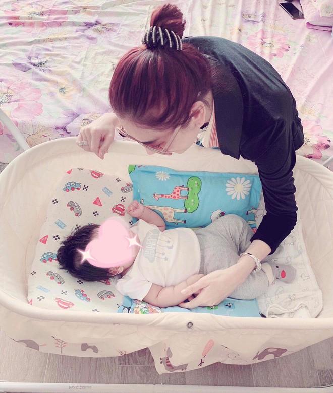Lâm Khánh Chi tổ chức tiệc kỷ niệm 1 năm đám cưới hoành tráng, tiết lộ tên con trai đầu lòng - Ảnh 6.