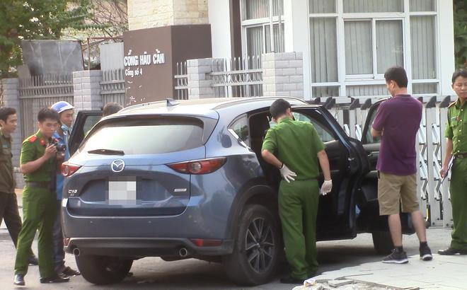 Dừng xe đi vệ sinh, đôi vợ chồng đi ô tô Chevrolet Cruze mất trộm gần 1 tỷ đồng - Ảnh 1.