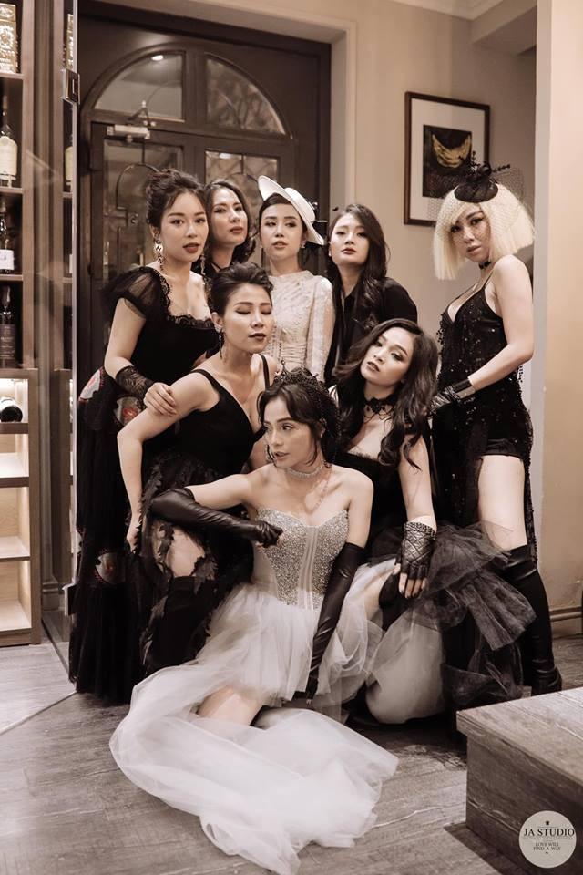 Đi sinh nhật thôi mà hội bạn của hot mom Ngọc Mon chơi cực lớn, diện đồ không thể nào chất hơn - ảnh 11