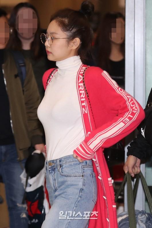 Màn đọ sắc siêu khủng: Jennie chiếm spotlight của 2 nữ thần Jisoo, Irene nhờ vòng 1 khủng, BTS khoe style cực chất - ảnh 5