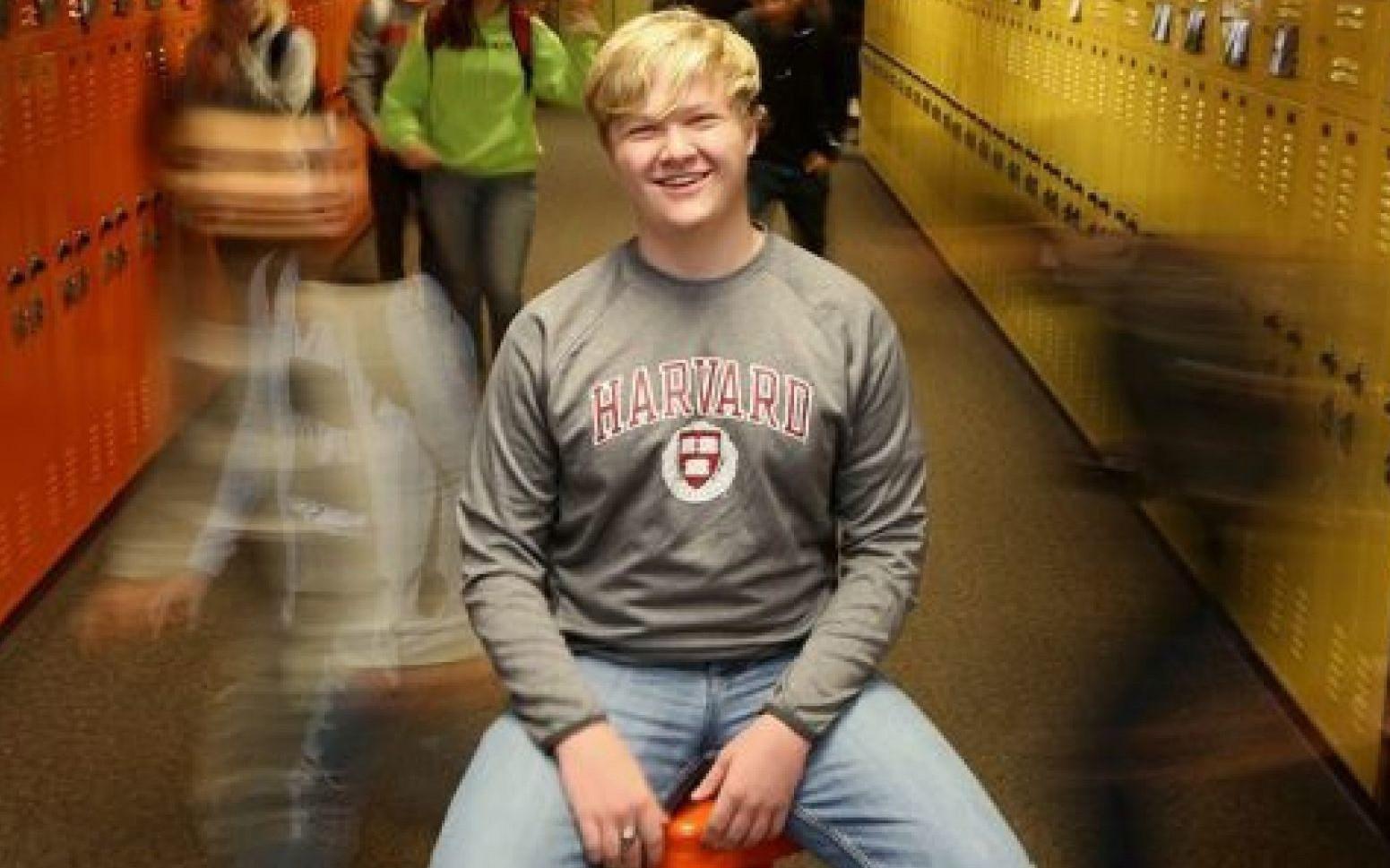 Thần đồng 16 tuổi nước Mỹ: Người duy nhất học song song cả trường cấp 3 lẫn Đại học Havard