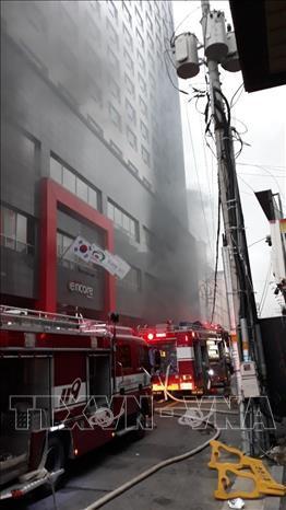 Cháy lớn tại khách sạn, 1 người tử vong và hàng chục người nhập viện - ảnh 2