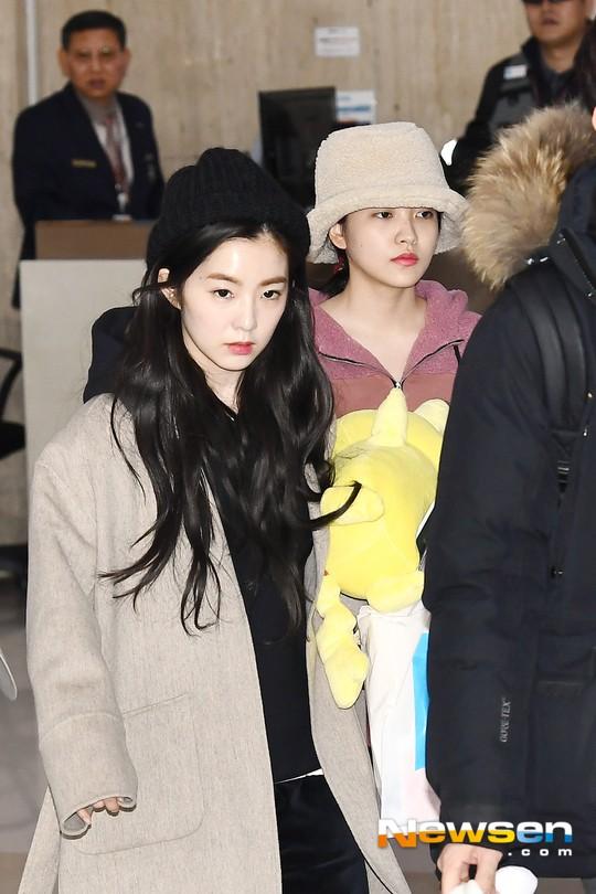 Màn đọ sắc siêu khủng: Jennie chiếm spotlight của 2 nữ thần Jisoo, Irene nhờ vòng 1 khủng, BTS khoe style cực chất - ảnh 11