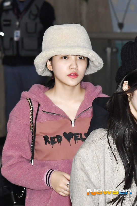 Màn đọ sắc siêu khủng: Jennie chiếm spotlight của 2 nữ thần Jisoo, Irene nhờ vòng 1 khủng, BTS khoe style cực chất - ảnh 17