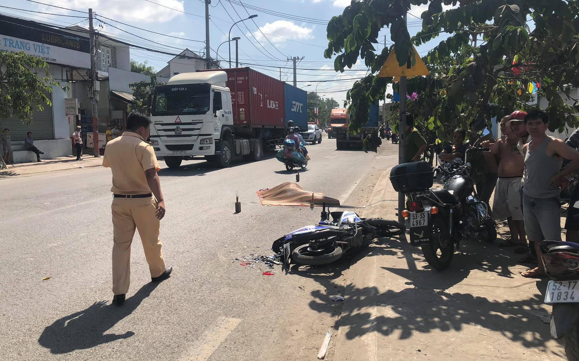 """TP. HCM: Nam thanh niên 23 tuổi tử vong thương tâm sau va chạm với xe container trên cung đường """"tử thần"""""""