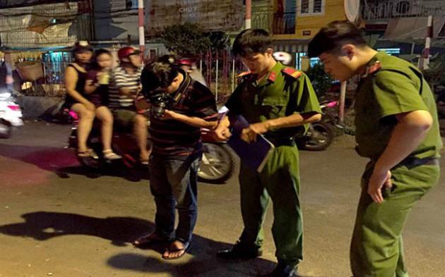 Hỗn chiến khiến 3 người bị trọng thương vì tiếng nẹt pô xe trong đêm Sài Gòn