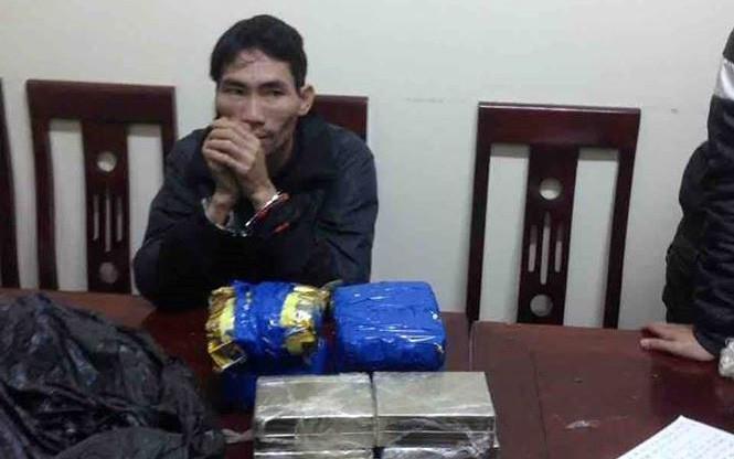 """Nghệ An: Bắt đối tượng vận chuyển 8 bánh heroin, 4 cân ma túy đá và 3000 viên """"thuốc lắc"""""""