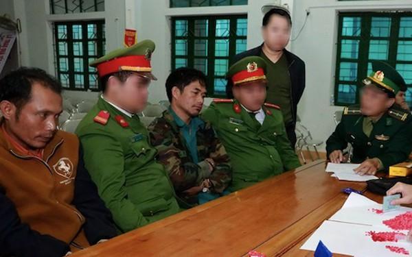 Hà Tĩnh: Bắt 2 đối tượng người Lào đưa 2.000 viên ma túy vào Việt Nam