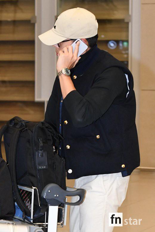 Hyun Bin đã về Hàn, Son Ye Jin còn ở lại Mỹ du lịch mà vẫn bị soi đeo đồng đôi? - ảnh 4
