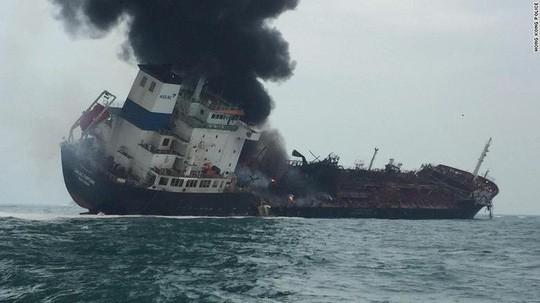 Danh tính các thuyền viên tử vong, mất tích trên tàu Việt Nam cháy ngoài khơi ở Hồng Kông - Ảnh 1.