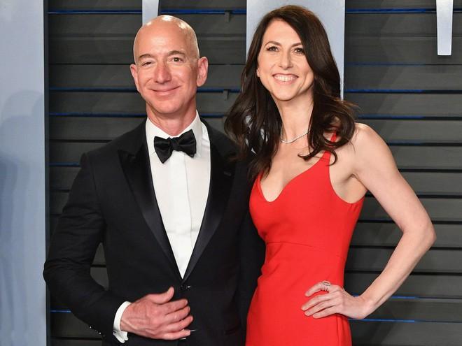 Tỷ phú giàu nhất thế giới kiêm CEO Amazon bất ngờ li dị vợ ngay trước sinh nhật 3 ngày - Ảnh 1.
