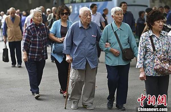 Trung Quốc: 1/3 dân số là người già vào năm 2050 - ảnh 1
