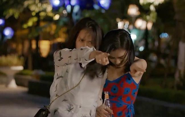 Khuê (Hoa Hồng Trên Ngực Trái) rủ San về chung nhà và tuyên bố: Chỉ có phụ nữ mới đem lại hạnh phúc cho nhau? - ảnh 4