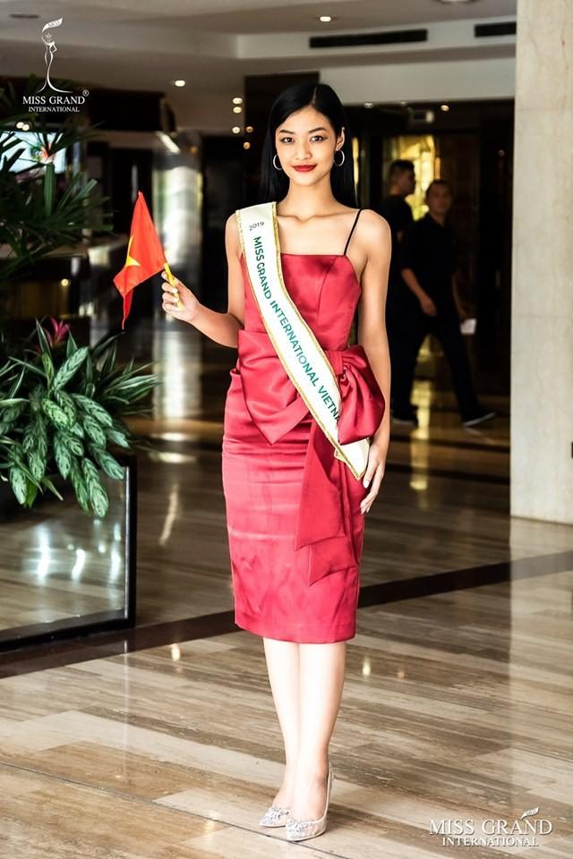 Các fan kêu trời khi Kiều Loan bị chuyên gia của Miss Grand International trang điểm dìm hàng vì quá nhợt nhạt - ảnh 5