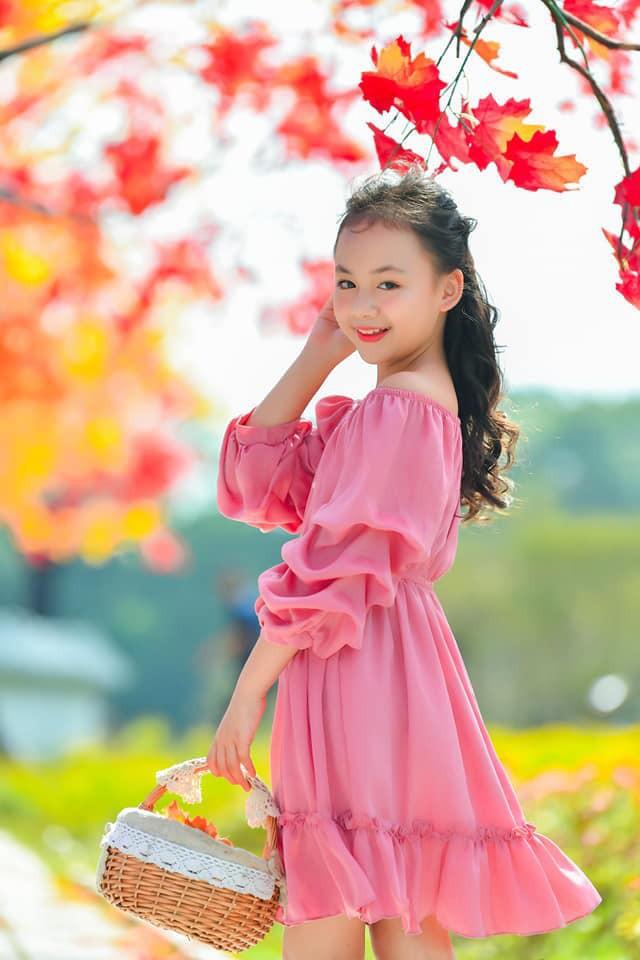 Diễn viên nhí xinh xắn trong Hoa hồng trên ngực trái: Mới 10 tuổi đã góp mặt trong nhiều phim đình đám! - ảnh 2