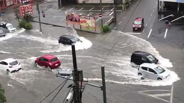 Nhật Bản hủy gần 400 chuyến bay khi siêu bão Hagibis sắp đổ bộ - ảnh 1