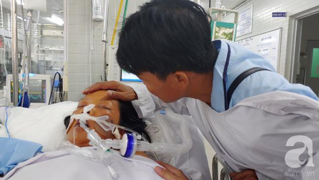 Thai phụ sắp sinh thì nguy kịch, đứa con mất trong bụng mẹ, người chồng đau đớn thì thầm với vợ đang hôn mê: Con mất rồi, em tỉnh lại đi... - ảnh 1