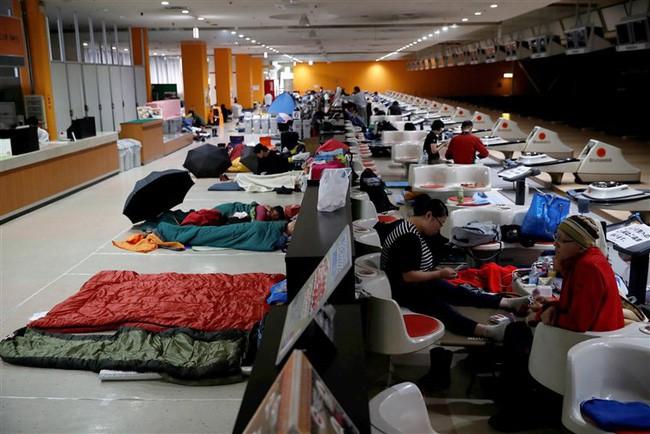 Siêu bão Hagibis chính thức đổ bộ vào Nhật Bản, khiến ít nhất 1 người chết, 33 người bị thương, dự kiến xả đập khiến nguy cơ lũ lụt trên diện rộng - ảnh 3