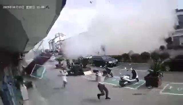 Nổ gas kinh hoàng tại quán ăn vặt khiến 9 người tử vong và 10 người bị thương, nguyên nhân vẫn chưa được tiết lộ - ảnh 5