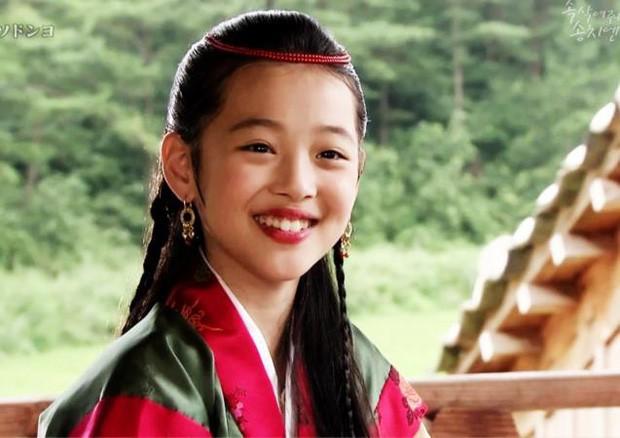 Vai diễn quan trọng nhất sự nghiệp Sulli: Ánh mắt trong sáng, nụ cười rạng rỡ chinh phục toàn Châu Á - ảnh 1