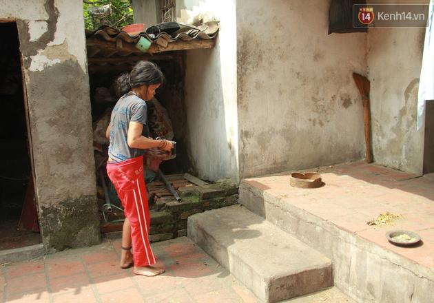"""Xót xa cụ bà 75 tuổi nuôi cả gia đình bị tâm thần và thiểu năng trí tuệ ở Vĩnh Phúc: """"Tôi khuất núi không biết các cháu sẽ ra sao"""" - ảnh 11"""