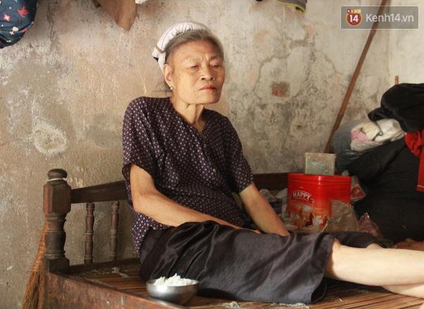 """Xót xa cụ bà 75 tuổi nuôi cả gia đình bị tâm thần và thiểu năng trí tuệ ở Vĩnh Phúc: """"Tôi khuất núi không biết các cháu sẽ ra sao"""" - ảnh 16"""