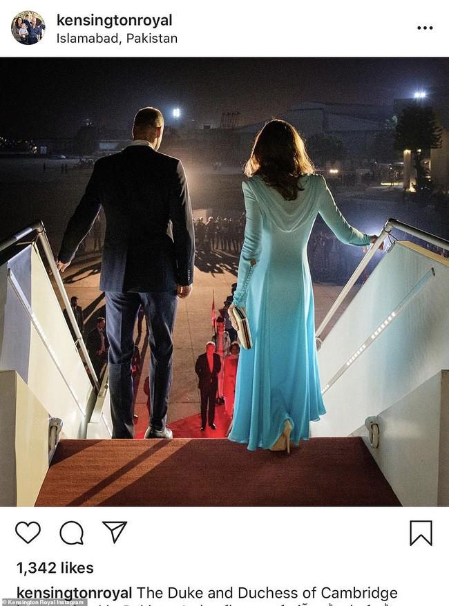 Công nương Kate sánh vai bên chồng bắt đầu chuyến công du nguy hiểm nhất, gây ấn tượng với vẻ ngoài gợi nhắc về mẹ chồng quá cố - ảnh 5