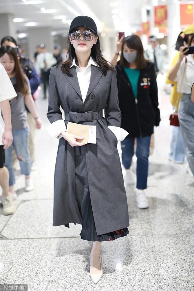 Mẹ bỉm sữa Lưu Thi Thi tái xuất showbiz: Béo lên đôi chút nhưng vẫn lên đồ trẻ trung như nữ sinh - ảnh 6