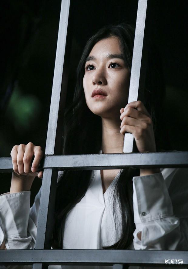 5 lần phim Hàn báo động về căn bệnh trầm cảm: Jo In Sung chìm trong ảo giác, Ji Sung có ý định tự sát - Ảnh 7.