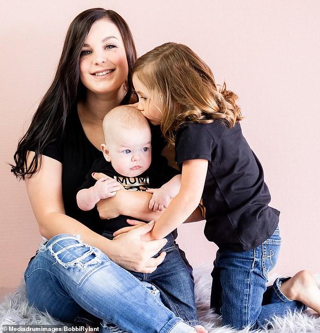 Bà mẹ chơi lớn chụp bộ ảnh Halloween cho hai con nhỏ, trông vừa sợ vừa dị nhưng được dân mạng chia sẻ rần rần - ảnh 7