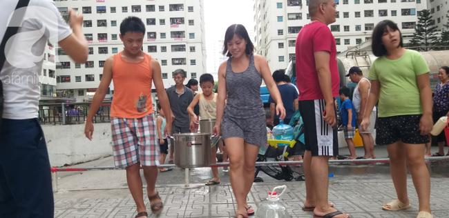 Xác định nguyên nhân nước cấp cho cư dân khu đô thị Linh Đàm có mùi tanh, màu lạ: Do bồn chứa của xe cung cấp nước không sạch - ảnh 2