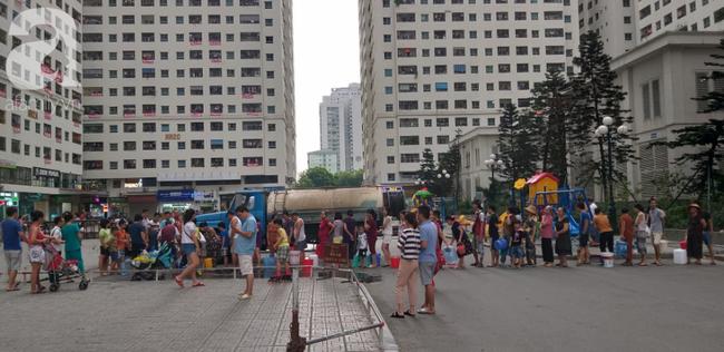 Xác định nguyên nhân nước cấp cho cư dân khu đô thị Linh Đàm có mùi tanh, màu lạ: Do bồn chứa của xe cung cấp nước không sạch - ảnh 3