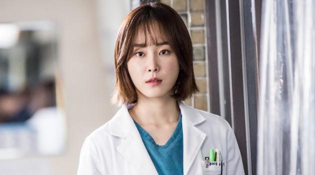 5 lần phim Hàn báo động về căn bệnh trầm cảm: Jo In Sung chìm trong ảo giác, Ji Sung có ý định tự sát - Ảnh 10.