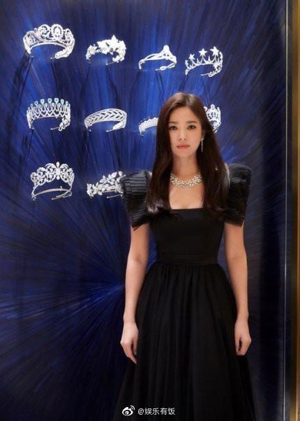 Loạt khoảnh khắc gây sốt của Song Hye Kyo tại sự kiện hôm qua: Ly hôn xong càng ngày càng quyến rũ khó tin - Ảnh 1.