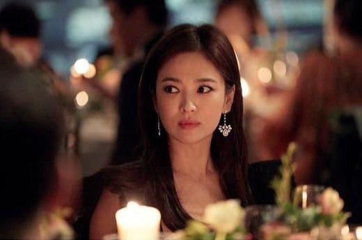 Loạt khoảnh khắc gây sốt của Song Hye Kyo tại sự kiện hôm qua: Ly hôn xong càng ngày càng quyến rũ khó tin - Ảnh 3.