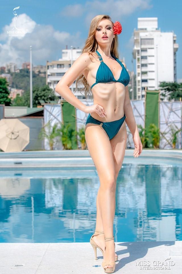 Ảnh bikini của Kiều Loan và thí sinh Hoa hậu Hòa bình bị photoshop quá đà: Body tưởng múi mà trơ xương, tay chân méo mó! - Ảnh 3.