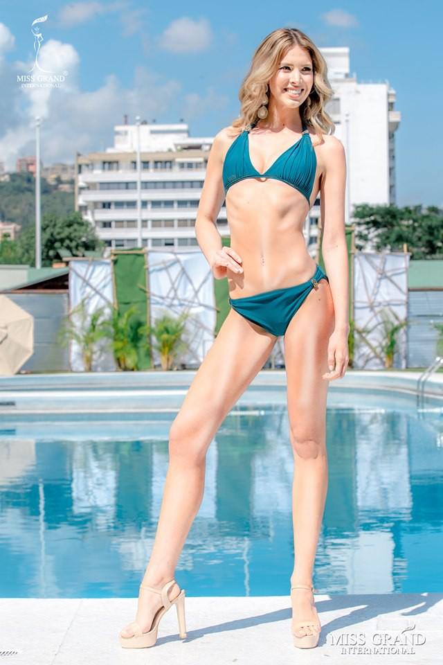 Ảnh bikini của Kiều Loan và thí sinh Hoa hậu Hòa bình bị photoshop quá đà: Body tưởng múi mà trơ xương, tay chân méo mó! - Ảnh 6.