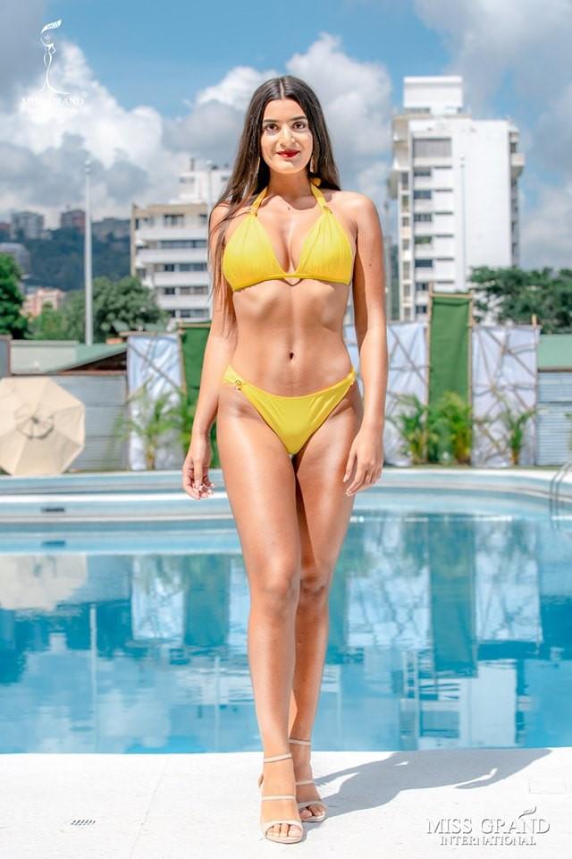 Ảnh bikini của Kiều Loan và thí sinh Hoa hậu Hòa bình bị photoshop quá đà: Body tưởng múi mà trơ xương, tay chân méo mó! - Ảnh 7.