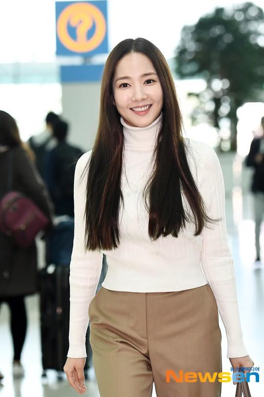 Lâu lắm mới lộ diện, nữ hoàng dao kéo Park Min Young chỉ ăn diện sương sương mà cũng gây náo loạn vì xuất thần - Ảnh 6.