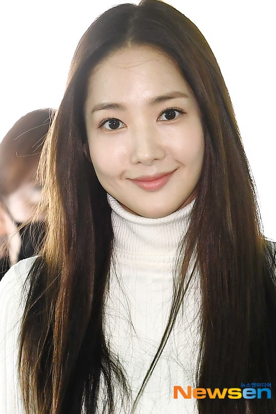 Lâu lắm mới lộ diện, nữ hoàng dao kéo Park Min Young chỉ ăn diện sương sương mà cũng gây náo loạn vì xuất thần - Ảnh 8.