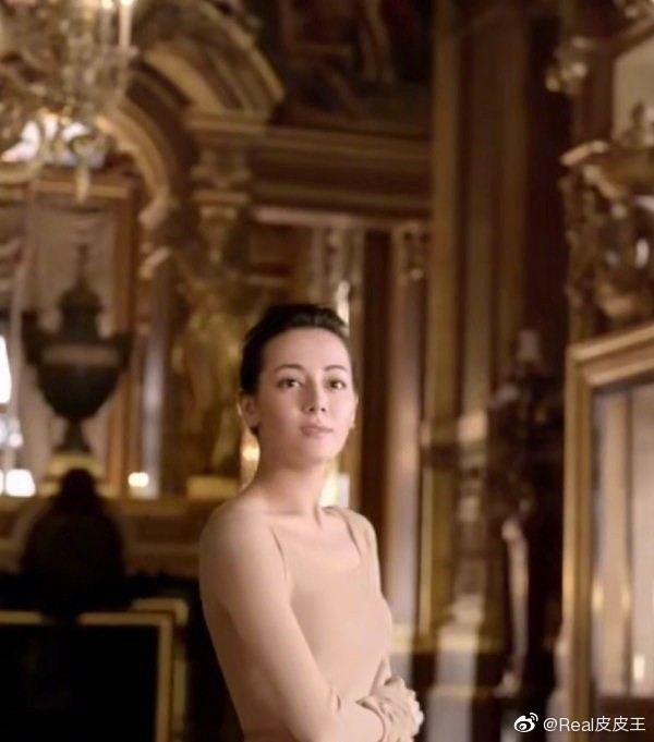 Tranh cãi vẻ đẹp của Địch Lệ Nhiệt Ba trong quảng cáo mới: Nhan sắc phải chăng đã hết thời? - ảnh 4